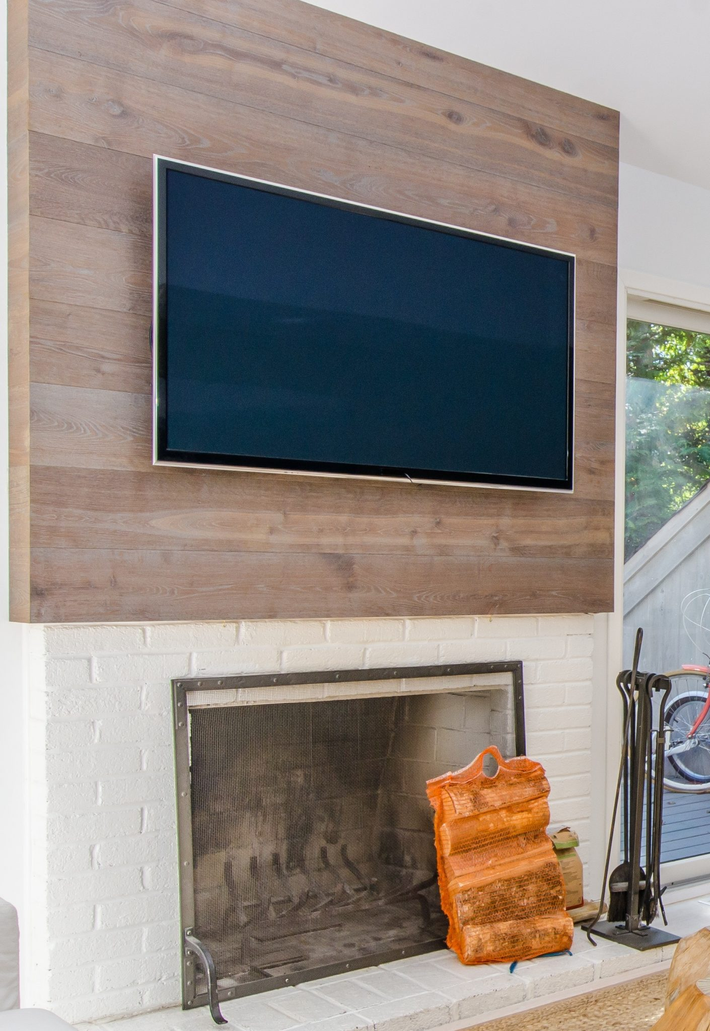 Wall with wood vinyl feature