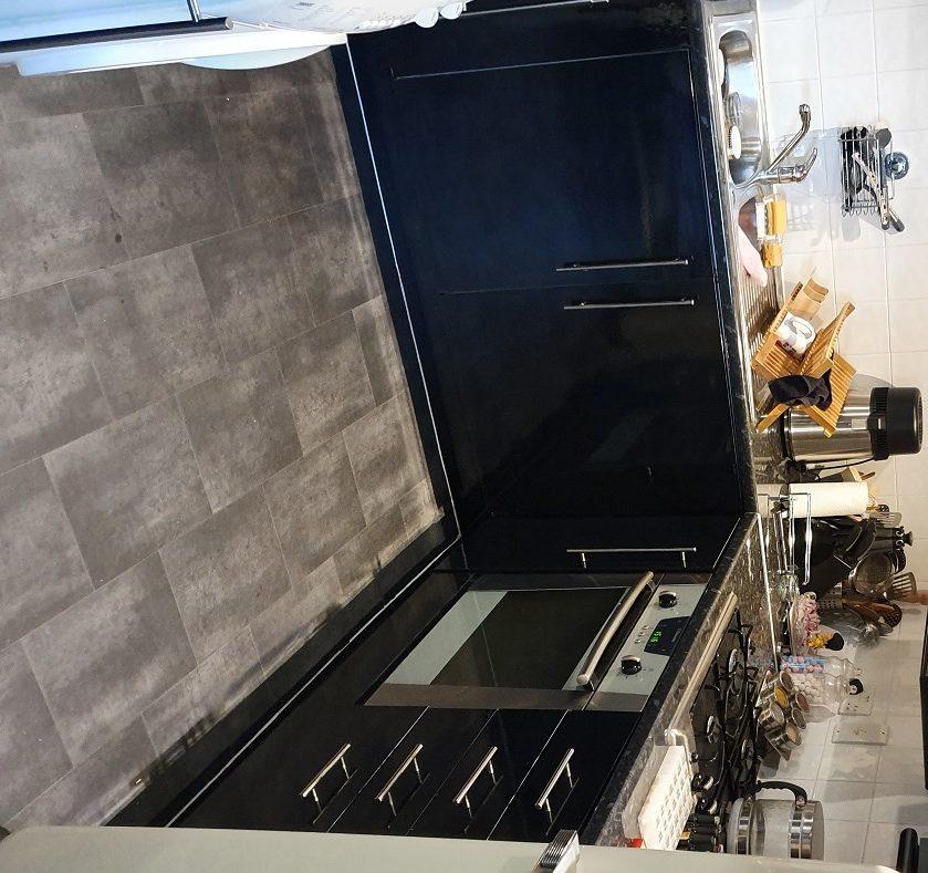 J5 Gloss Black kitchen door wrap